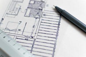 עט יושב על תוכניות היתרי בנייה